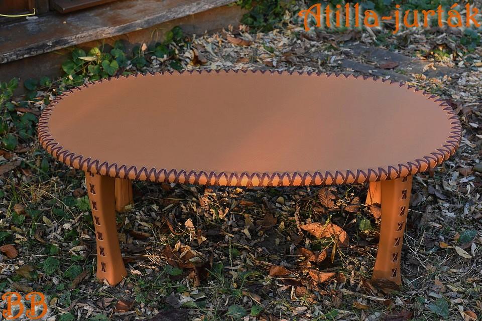 Jurta asztal