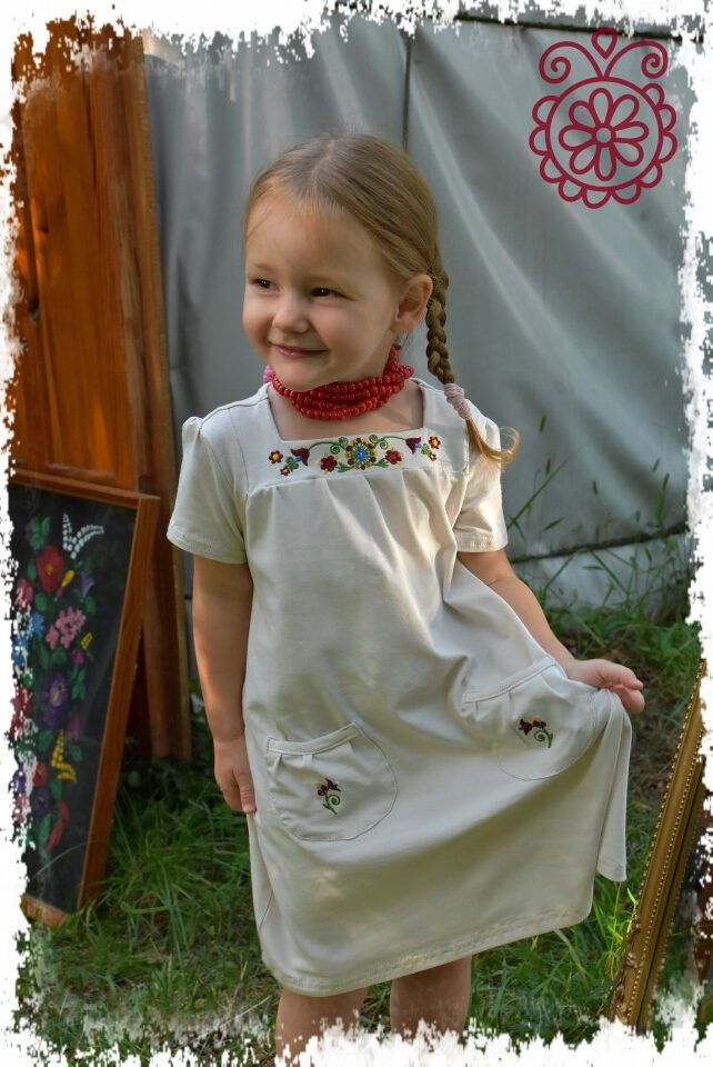 Kisasszonyka bézs-színes rábaközi főkép