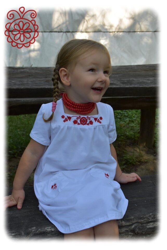 Kisasszonyka fehér-piros rábaközi főkép